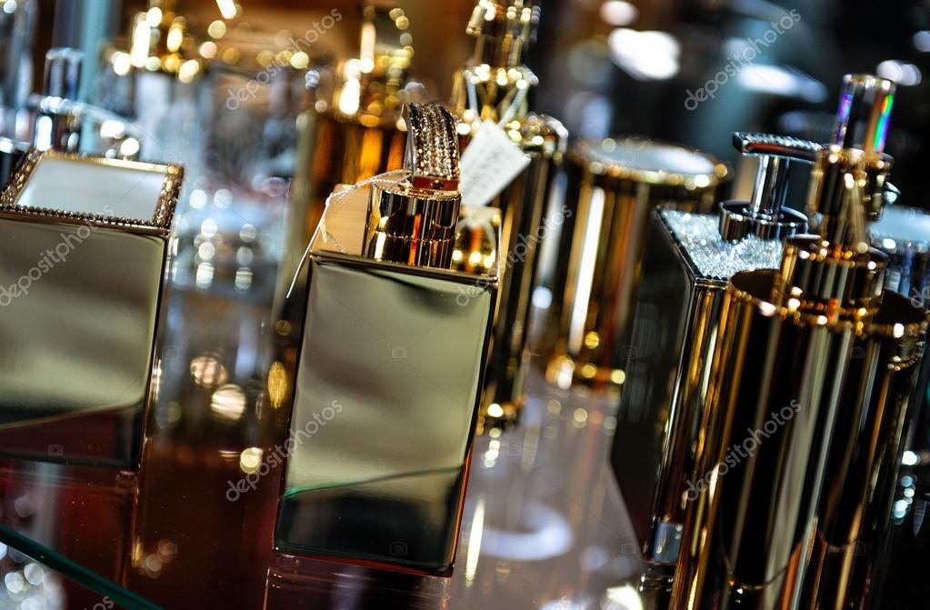 Badkamer Accessoires Goud : Goud vergulde badkameraccessoires u stockfoto amoklv