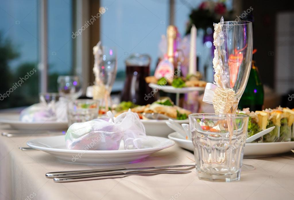 Luxury banquet table setting in restaurant close-up u2014 Stock Photo & Luxury banquet table setting in restaurant close-up u2014 Stock Photo ...