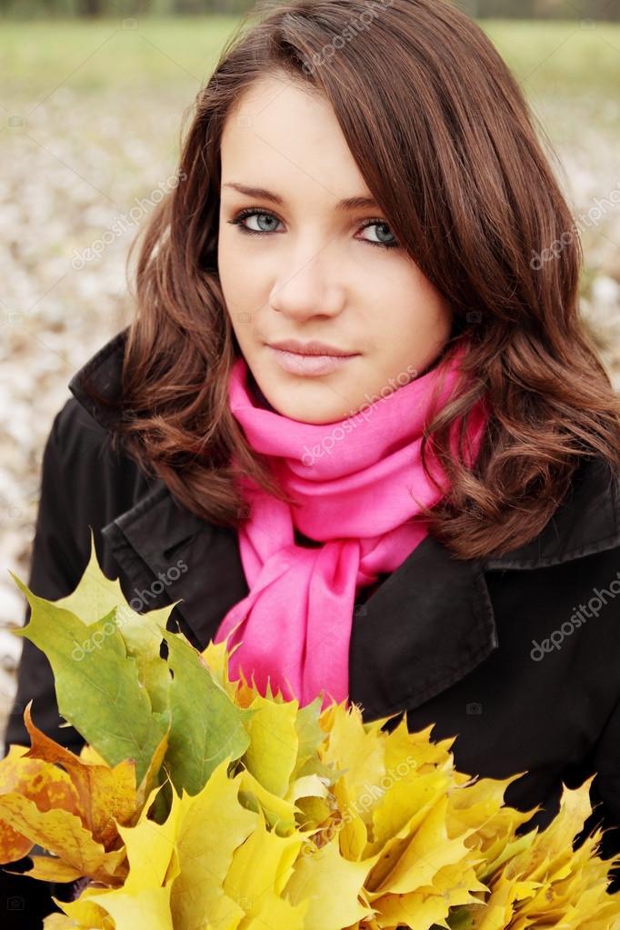 brunette in wreaths