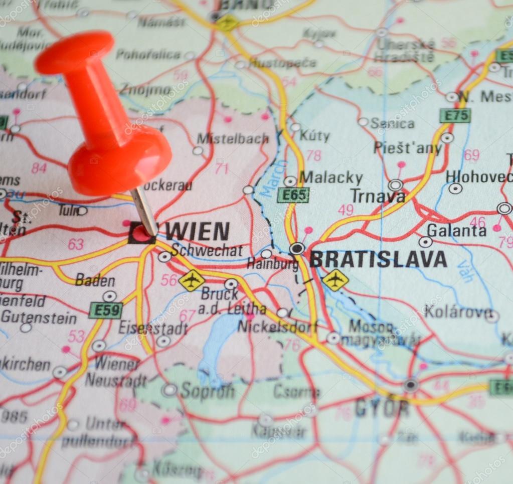 wien karta close up de mapa de wien pino vermelho   conceito de viagens  wien karta
