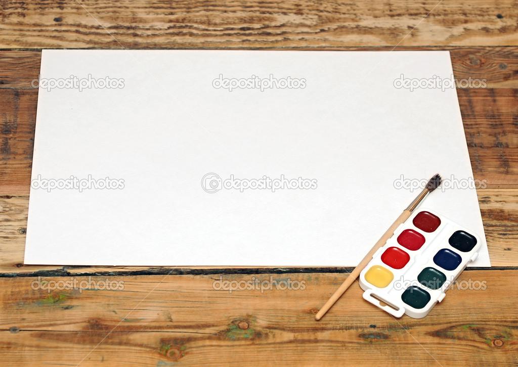 Ensemble Doccasion Peindre Bruch Avec Papier Sur Fond De Bois