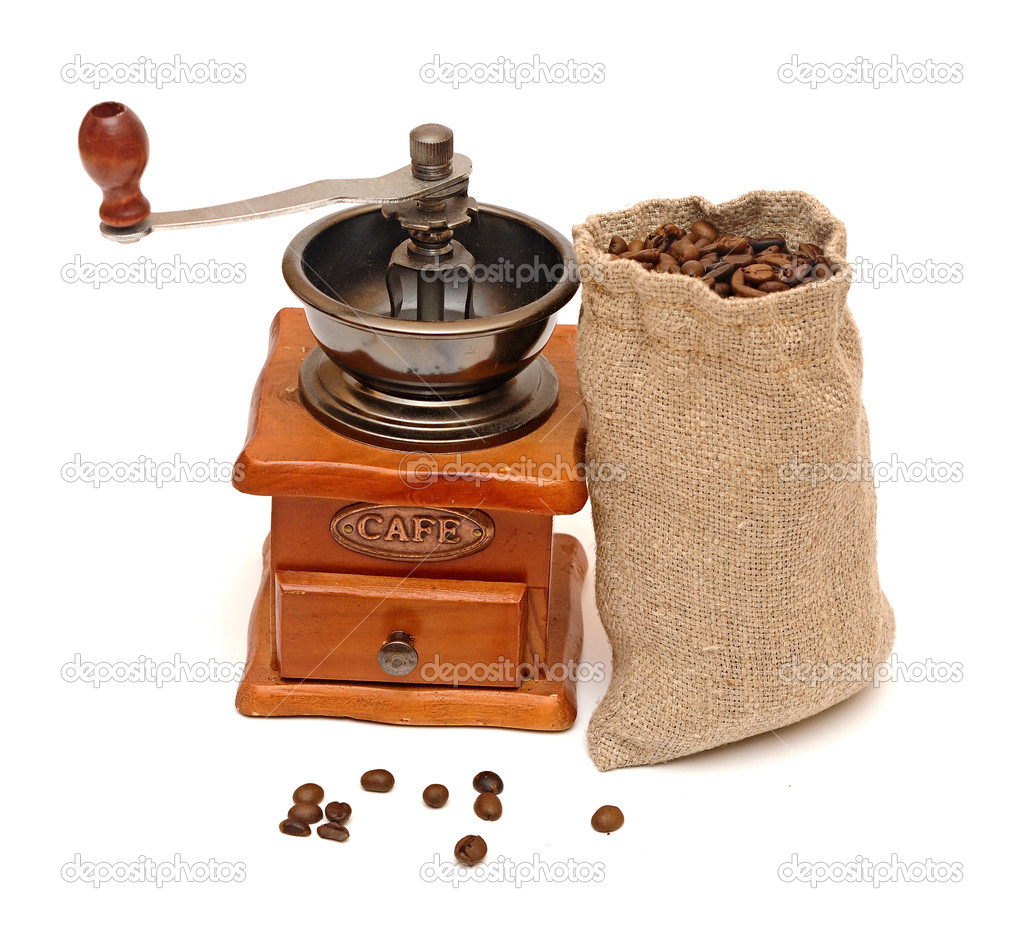 kaffeebohnen sack mit holz kaffeem hle isoliert auf wei b stockfoto inxti74 28483765. Black Bedroom Furniture Sets. Home Design Ideas