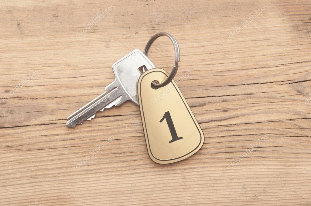 Gros plan d une clé de numéro de la chambre avec la clé sur un