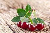 Fotografie Cherries with leaves