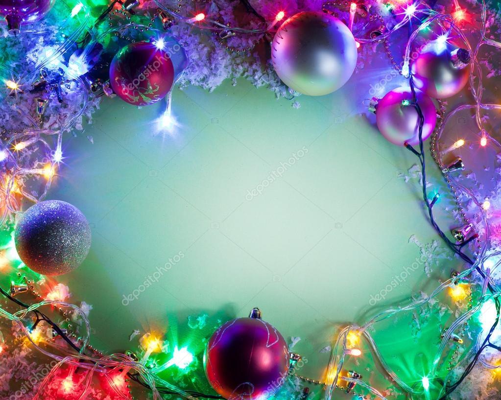 marco de Navidad con adornos, nieve y luces navideñas — Foto de ...