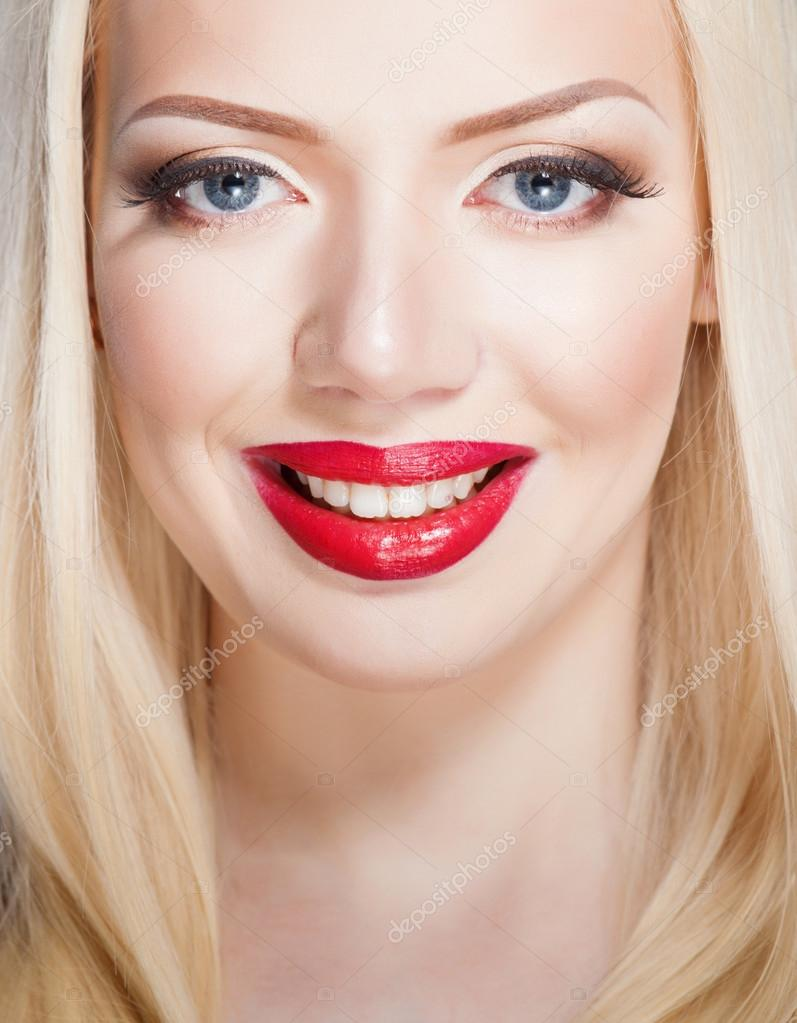 sch ne rote lippen portr t von sexy blonde frau. Black Bedroom Furniture Sets. Home Design Ideas