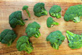 Broccolo su tagliere
