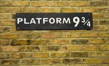 Platform nine and three quarters closeup