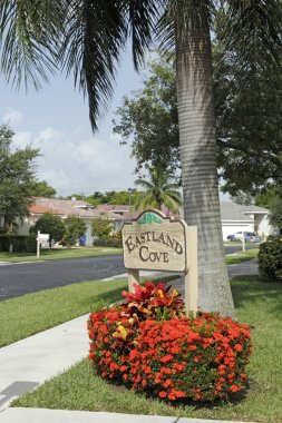 Entrance to Eastland Cove Neighborhood Sign
