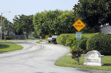 Royal Palm Lakes Estates Welcome Sign