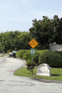 Welcome Sign of Royal Palm Lakes Estates