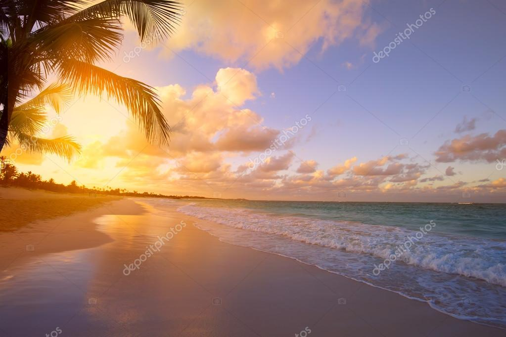 Art Beautiful sunrise over the tropical beach