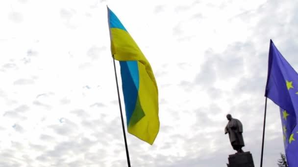 pro evropské rally nedaleko pomníku Ševčenko v Charkově