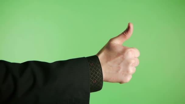 ruka muže ukazuje směr