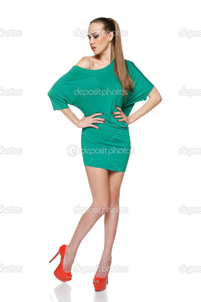 Vestido verde zapatos rojos