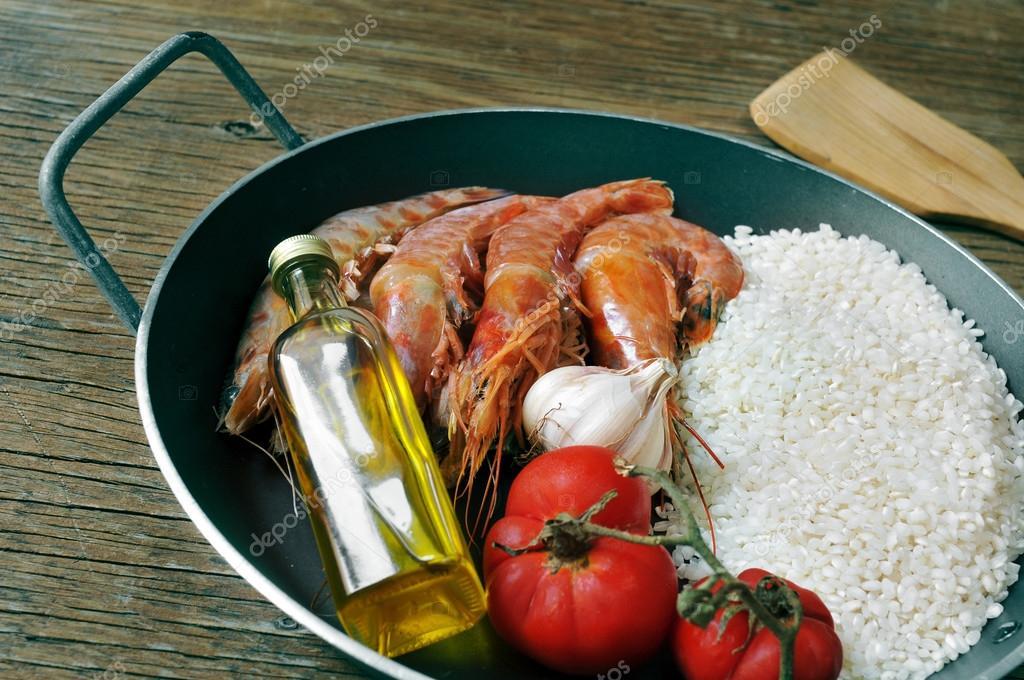ingr 233 dients pour pr 233 parer une paella espagnole ou arroz negro photo 50717439