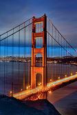 Fotografia ponte famoso cancello dorato di notte