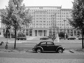 černé a bílé karl marx allee v Berlíně