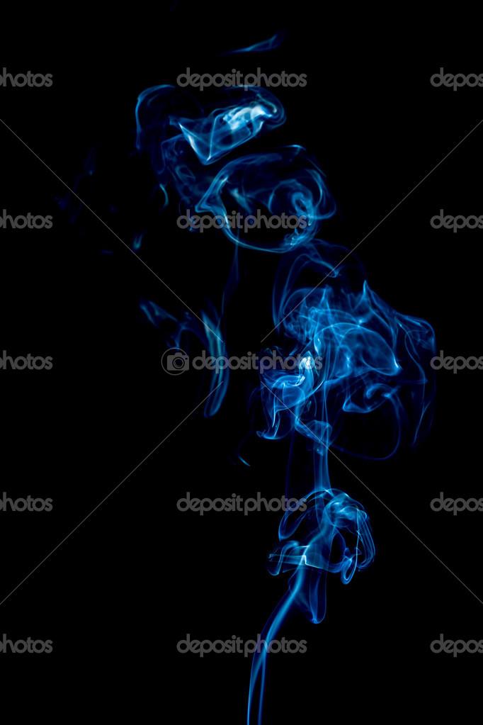 Anelli Di Fumo Blu Su Sfondo Nero Foto Stock Dima266f 20502553