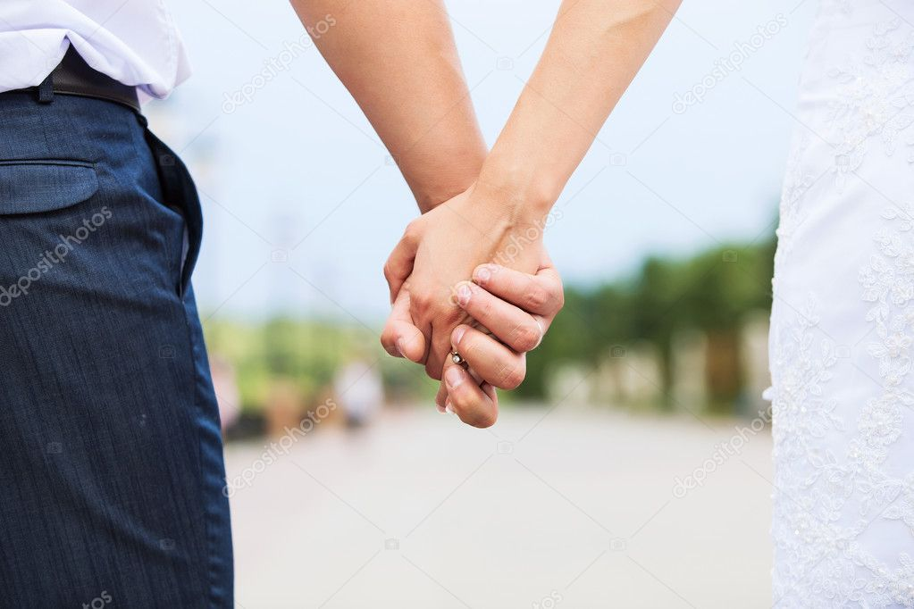 держать за руку незнакомца во сне