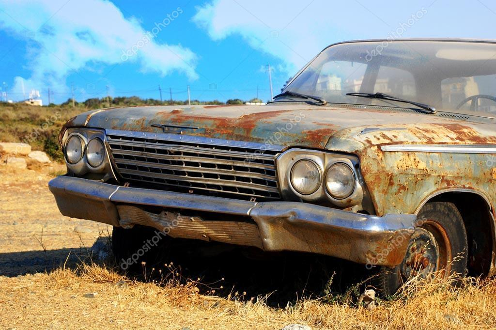 Old,rusty junk cars. – Stock Editorial Photo © mg1408 #33975091