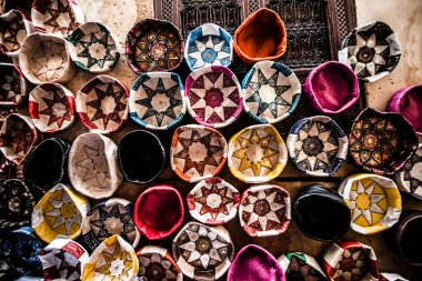 Bags, purses, hats and other products of the Moroccan leather factories