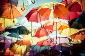 Fotografie pouliční dekorace pozadí barevný deštník