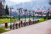 Panorama malého horského městečka v polských karpatech.