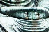 Velký Buddha (Daibutsu) na pozemku chrámu Kotokuin v Kamakura, Japonsko.