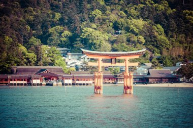 Miyajima, Famous big Shinto torii standing in the ocean in Hiroshima, Japan