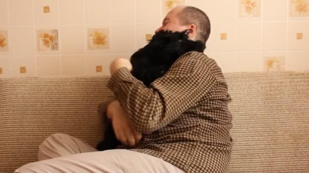muž a skotský teriér štěně