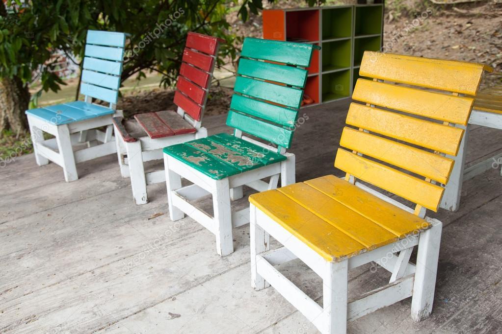 Bunte Holzstühle bunte holzstühle stockfoto noname454 33923567