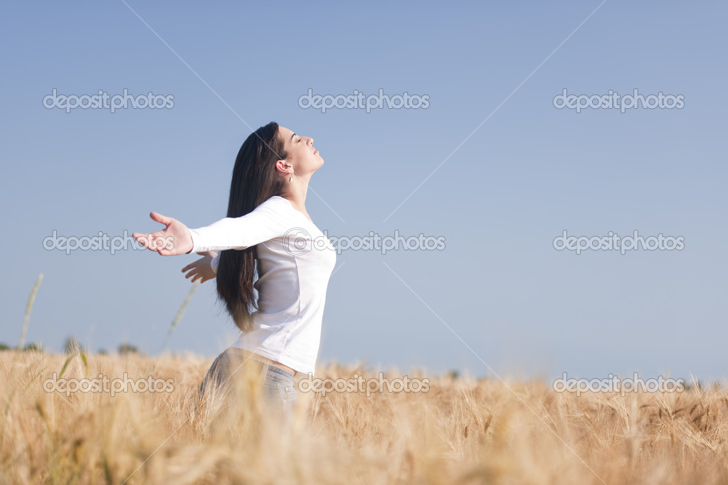 Young woman enjoying nature and freedom
