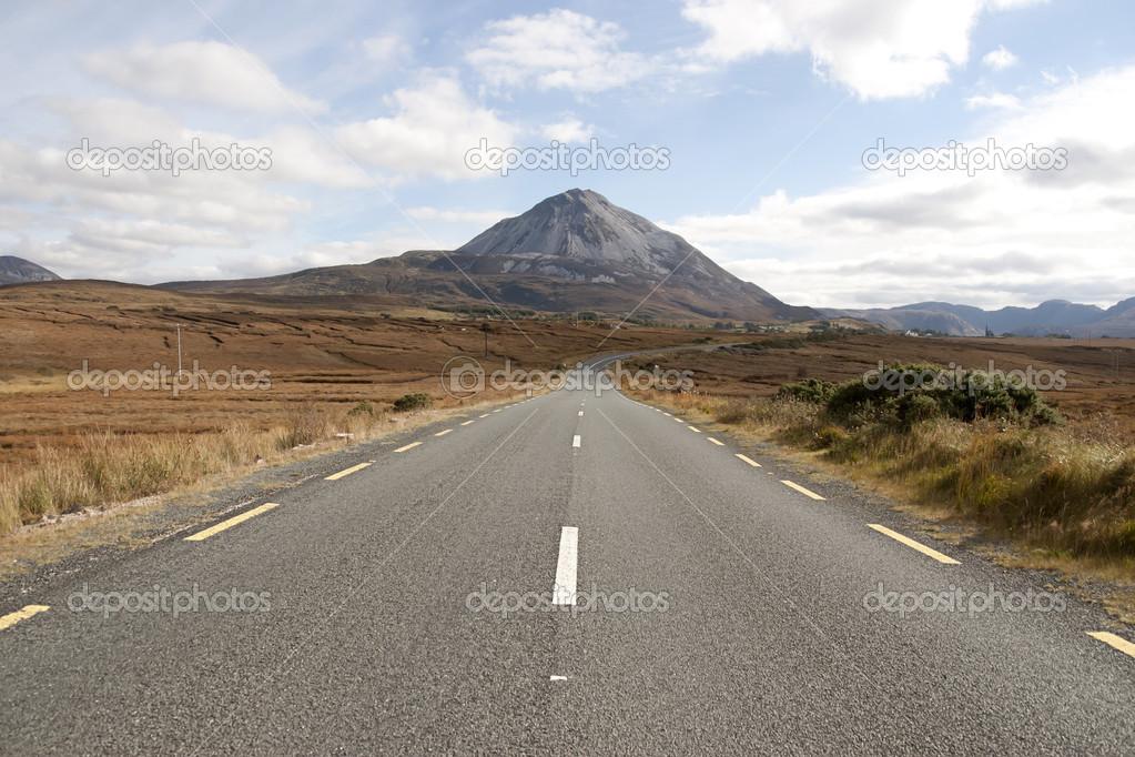 ドニゴール アイルランド エリガル山への道 — ストック写真