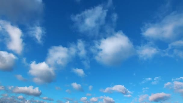 Bílé nadýchané mraky