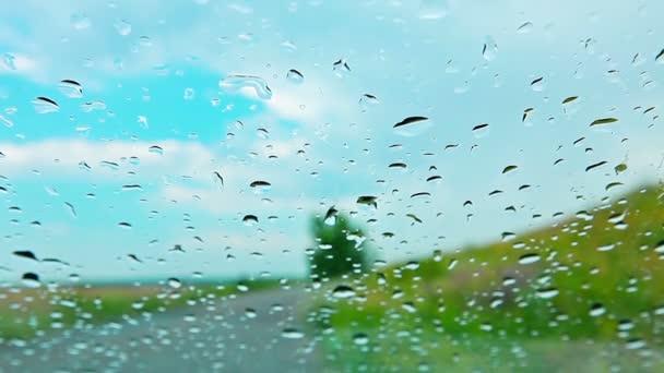 kapky deště na okno