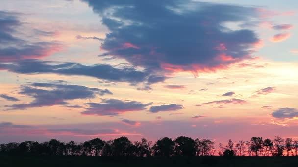 při západu slunce obloha