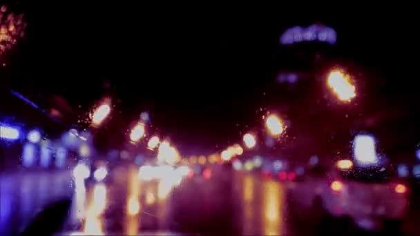 auto okna déšť v noci pozadí rozostření v pohybu