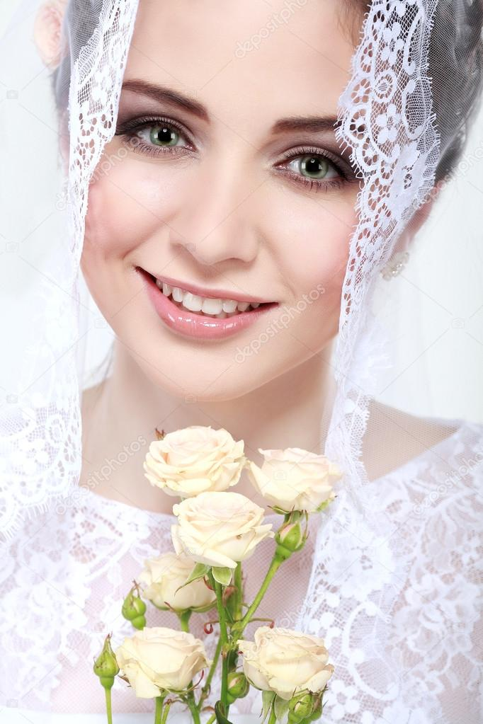 Retrato de bella novia. vestido de novia. decoración de la boda ...
