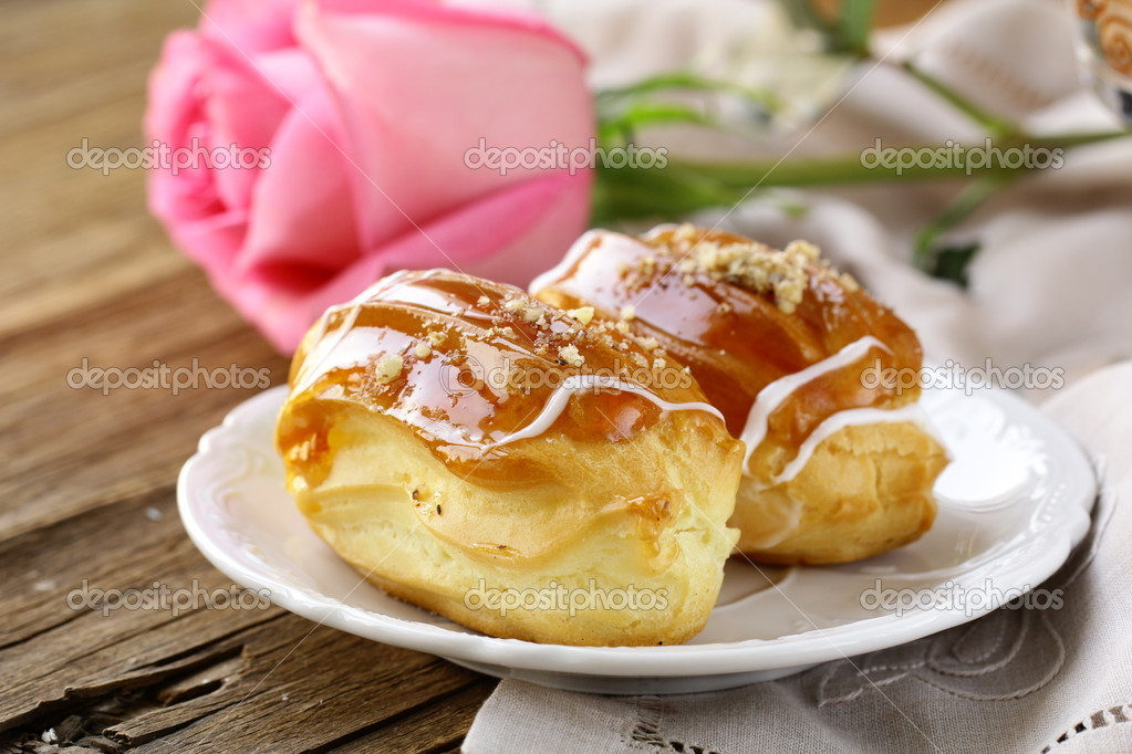 Cakes eclair profiteroles on a plate - a dessert for two \u2014 Photo by Dream79 & Cakes eclair profiteroles on a plate - a dessert for two \u2014 Stock ...