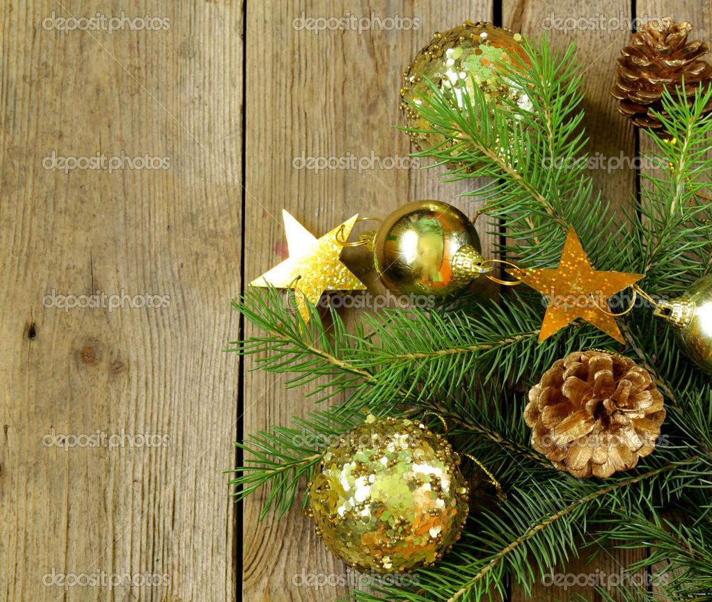 Ramas del rbol de navidad verde abeto con hermosas decoraciones sobre fondo de madera foto de - Arbol de navidad abeto ...