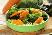 Míchaná zelenina s mrkví a brokolicí chutnou oblohou