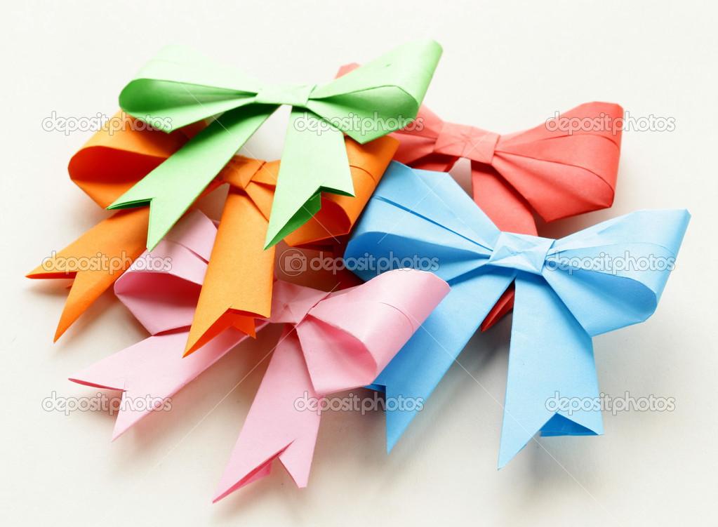 Weihnachtskarten Origami.Farbiges Papier Origami Bögen Für Weihnachtskarten Stockfoto