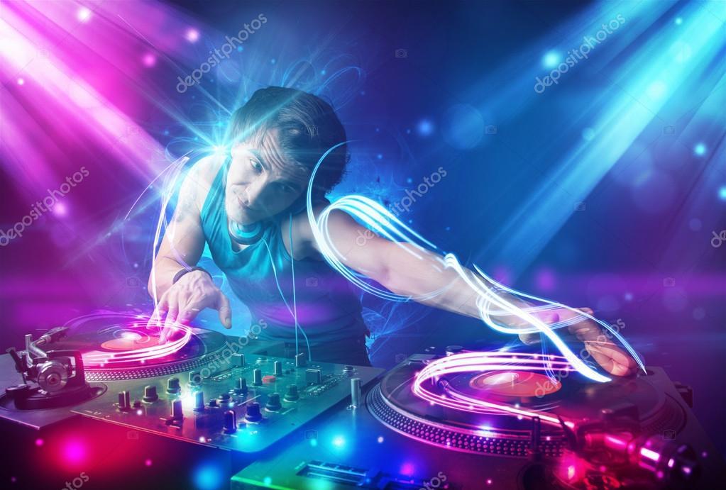 энергичная музыка в бешенном темпе