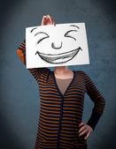 žena s tváří nakreslený obrázek na papíře před hlavu