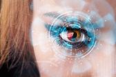 Budoucí žena s kybernetické technologie oko panelu koncepce