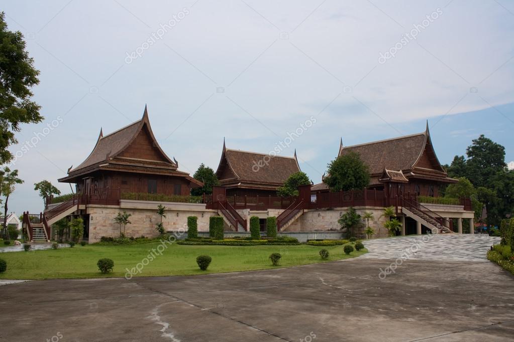 Casa in legno tailandese tradizionale foto stock for Piani di casa in stile ranch gratis