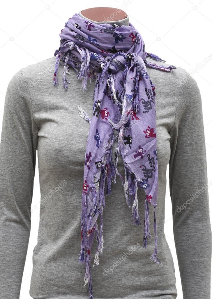 Oblečený figurína nosit šátek fialová třásně nejklamnější izolovaných na  bílém — Fotografie od ... fa966d083c
