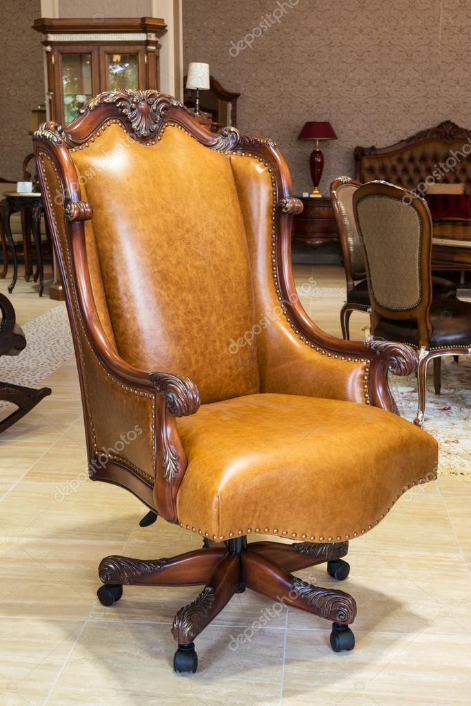 fauteuil classique en cuir dans un magasin de meubles — graphie
