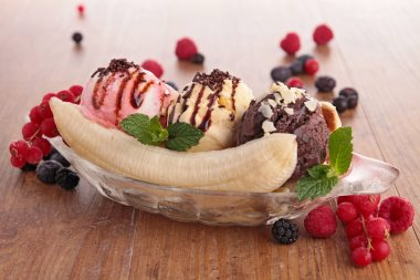 gourmet banana split
